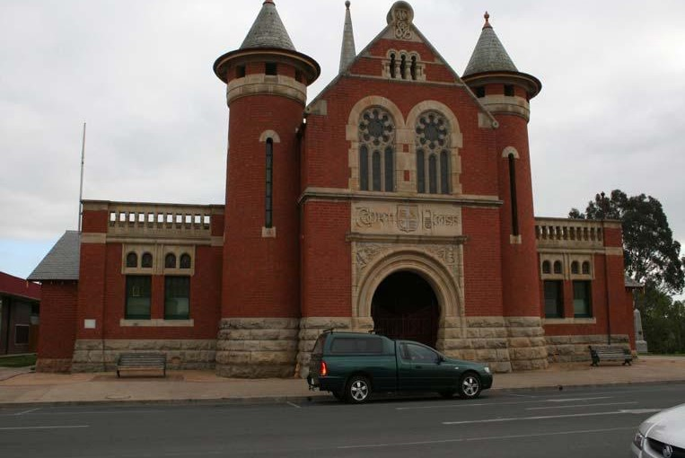 Outside view of the Bairnsdale Magistrates' Court