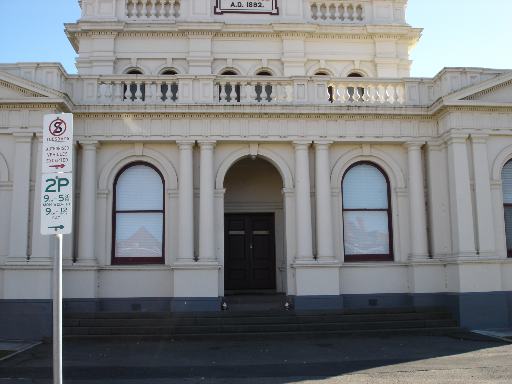 Outside view of Maryborough Magistrates' Court