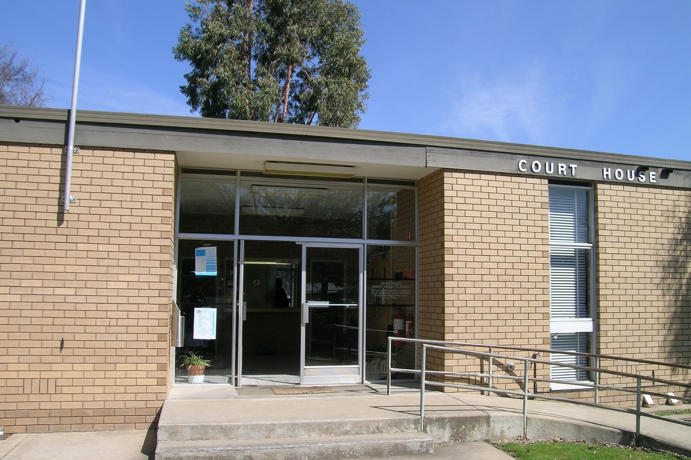 Outside view of Myrtleford Magistrates' Court
