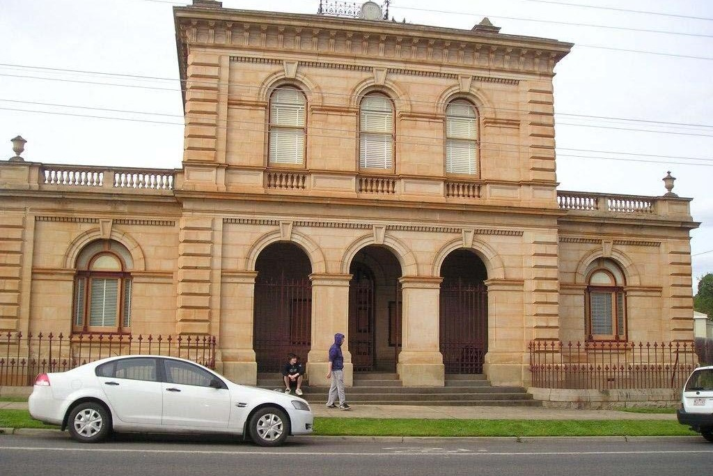 Outside view of Stawell Magistrates' Court